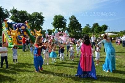 Feste proloco eventi agenzia animazione per bambini e noleggio gonfiabili Ancona Macerata Pesaro Ascoli Marche